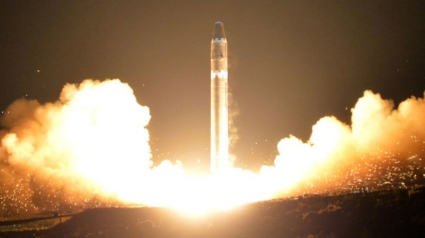 Tên lửa Triều Tiên Hwasong-15. Ảnh: KCNA.