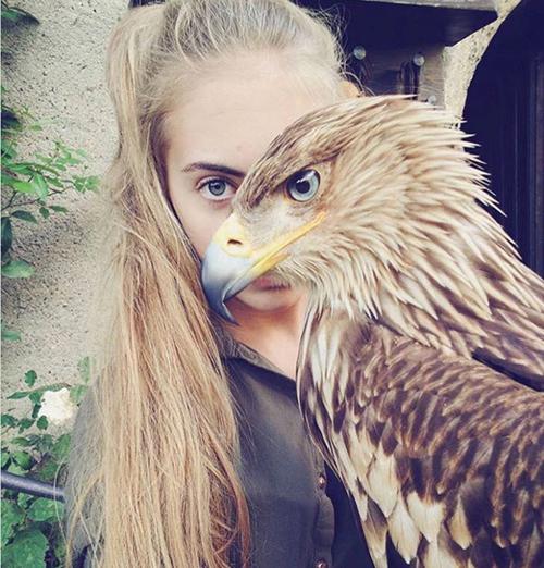 Cô gái có biệt danh là người chim.