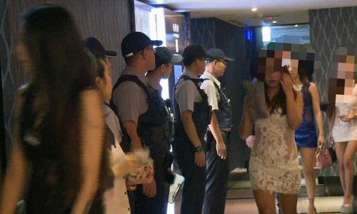 Cảnh sát Đài Loan triệt phá một ổ mại dâm hồi năm ngoái. Ảnh:Taiwan News