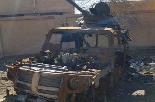 Chiếc thiết giáp Tigr bị phá hủy hoàn toàn sau khu trúng đạn của SDF. Ảnh: Defence Blog.