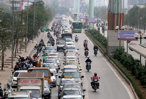 Sau hơn một năm hoạt động, TP Hà Nội dự kiến cho các phương tiện khác đi vào làn xe buýt nhanh. Ảnh minh họa: Bá Đô.