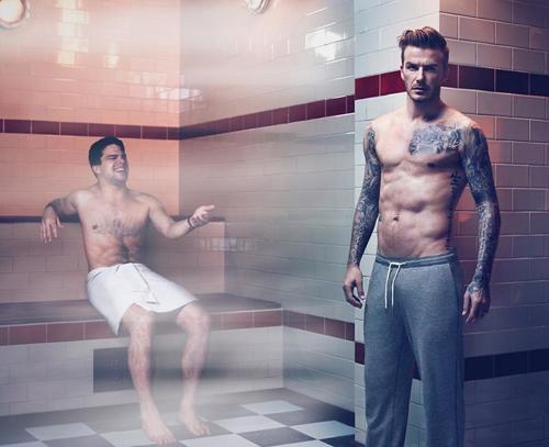 ... Hay trong phòng xông hơi cùng David Beckham.