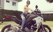 Nữ biker Thái Lan thuần thục điều khiển môtô to lớn
