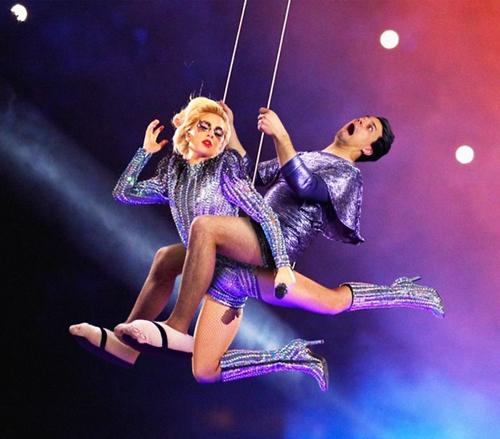 Du đây mạo hiểm cùng Lady Gaga.