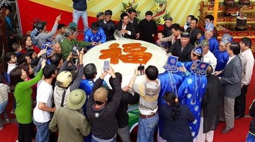 Thành phố Sầm Sơn từng làm bánh giầy 2 tấn năm 2017. Ảnh: L.H.
