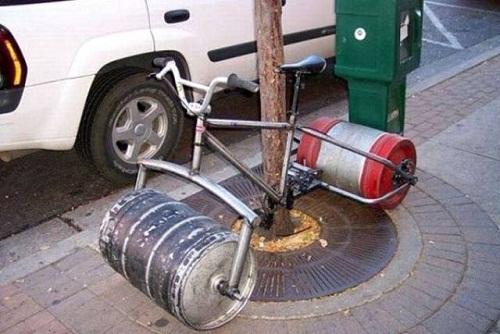 Xe đạp lai với xe lu.