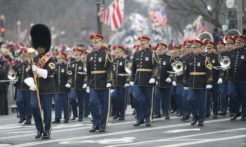 Đội quân nhạc Mỹ diễu hành trong lễ nhậm chức của ông Trump. Ảnh: Military Times.