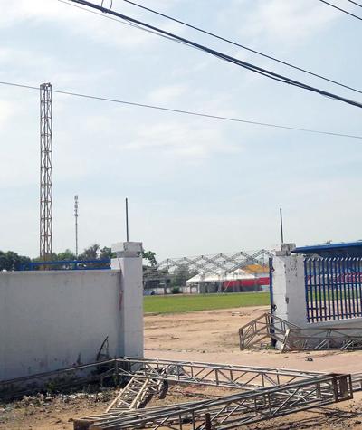 Hiện trường vụ bốn công nhân bị điện giật. Ảnh: Nguyễn Khoa.