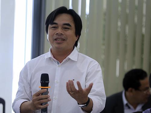 Ông Hùng nêu ý kiến thảo luận. Ảnh: Nguyễn Đông.