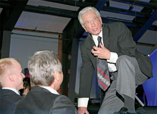 Joe Girard trong một tour diễn thuyết ở Ba Lan. Người đàn ông năm nay 89 tuổi không chấp nhận được việc kỷ lục của mình bị phá vỡ.