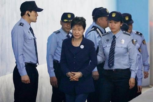 Bà Park ra tòa hôm 31/3/2017. Ảnh: NYT.