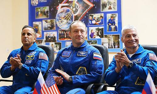 Chân dung ba thành viên trong phi hành đoàn:Joseph Acaba (bên trái),Alexander Misurkin (ở giữa) vàMark Vande Hei (bên phải). Ảnh: Russian News Agency.
