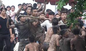 Nhiều thanh niên cầm gậy trầm bùn cướp phết Hiền Quan