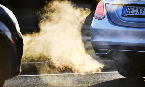 Xe chạy bằng động cơ diesel là một trong những tác nhân gây ô nhiễm không khí nghiêm trọng ở Đức. Ảnh: NewIndian Express.