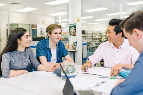 Môi trường học tập tại Eynesbury năng động, thân thiện giúp du học sinh quốc tế dễ hòa nhập.