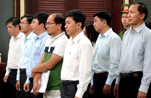 Gần 30 luật sư bào chữa cho sếp ngân hàng đi đêm lãi suất với Huyền Như