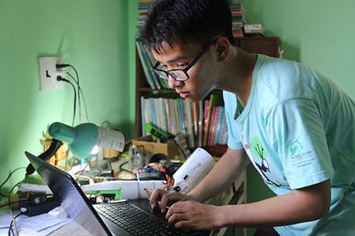 Phạm Huy lọt top 20 đề cử Gương mặt trẻ Việt Nam tiêu biểu năm 2017. Ảnh: Hoàng Táo