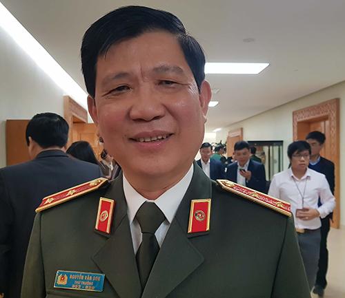 Thiếu tướng Nguyễn Văn Sơn - Thứ trưởng Bộ Công an cho biết, biển số xe sẽ được đấu giá trực tuyến nhưng biển số đẹp sau đấu giá sẽ không được phép chuyển nhượng. Ảnh: Hoài Thu
