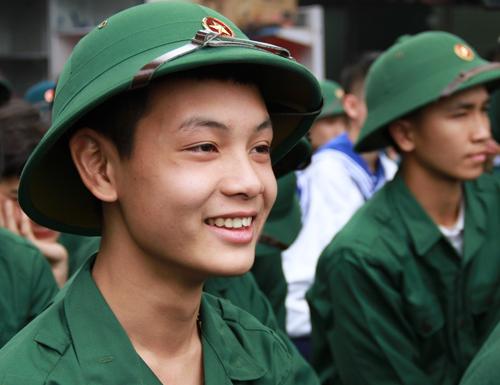 Sáng nay, Thành đoàn Hà Nội tổ chức gặp mặt các tân binh tình nguyện nhập ngũ . Ảnh: Nguyễn Nga