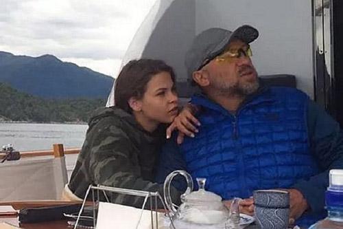 Anastasia Vashukevich và tỷ phú trẻOleg Deripaska trên du thuyền vào tháng 8/2016. Ảnh trích từ video.