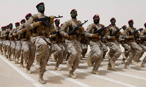 Binh sĩ quân đội Arab Saudi tham gia duyệt binh. Ảnh: USNI.