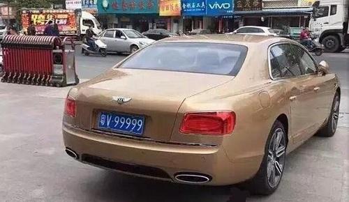 Biển V99999 lập kỷ lục trong lịch sử đấu giá biển số xe ở Trung Quốc, trị giá gần 505.000 USD. Ảnh: Dahe.