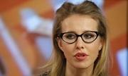 Nữ ứng viên tổng thống Nga hắt nước vào mặt đối thủ trên truyền hình