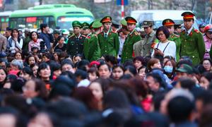 Gần 1.000 cảnh sát bảo vệ ba vòng tại đại lễ cầu an chùa Phúc Khánh