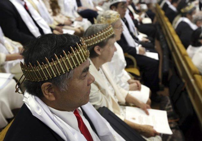 Dân Mỹ bồng súng trường làm lễ tại nhà thờ