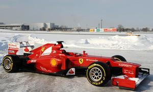Tuyết rơi dày thử thách các đội F1 trong ngày đua thử thứ ba