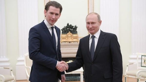 Thủ tướng Áo Sebastian Kurz gặp Tổng thống Nga Vladimir Putin. Ảnh: RT.