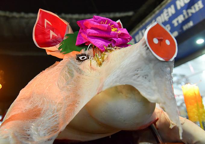 Cả nghìn người dân dự lễ hội rước 'ông lợn' ở Hà Nội