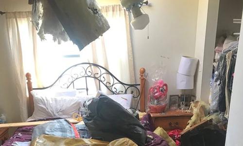 Phòng ngủ của nạn nhân sau vụ va chạm. Ảnh: Twitter.