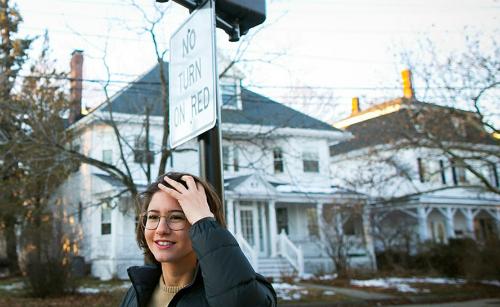 Claire Dickson trên con phố Harvard Avenue ở Medford. Ảnh: Harvard
