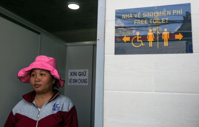 Nhiều dịch vụ miễn phí phá bỏ hàng quán 'chặt chém' ở chùa Bà Bình Dương