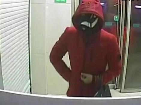Hình ảnh kẻ bắt cóc docamera ghi lại tại cây ATM.
