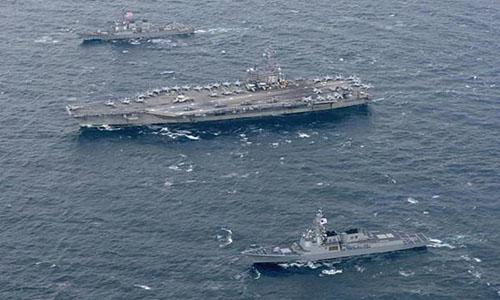 Các tàu Hàn Quốc và tàu Mỹ tập trận chung ở tây Thái Bình Dương tháng 11 năm ngoái. Ảnh: Reuters.
