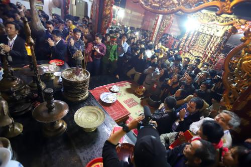 Giám đốc điện lực Bình Lục, Hà Nam mất chức vì đi đền Trần vào giờ hành chính. Ảnh minh hoạ: Ngọc Thành