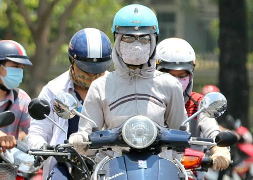 Vào cao điểm, nhiệt độ ngoài trời tại TP HCM có thể đạt 39-40 độ C. Ảnh: Thành Nguyễn