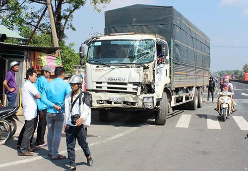 Ô tô tải hư hỏng sau tai nạn.