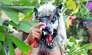 Trai làng hóa trang thành yêu quái ở lễ hội miền Tây