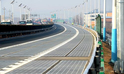 Tuyến đườngđược trang bị hệ thốngnăng lượng Mặt Trời. Ảnh:Sputnik News.