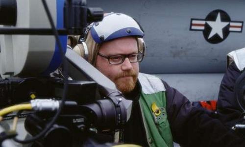 Đạo diễn John Moore chỉ đạo một cảnh quay trên boong USS Carl Vinson. Ảnh: AFP.