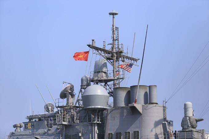 Khí tài hiện đại trên tàu tuần dương đi cùng tàu sân bay Mỹ