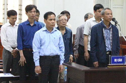 Các bị cáo tại TAND Hà Nội. Ảnh: Việt Dũng