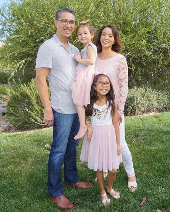 Gia đình trung tá Hiền Trịnh. Ảnh:92131magazine