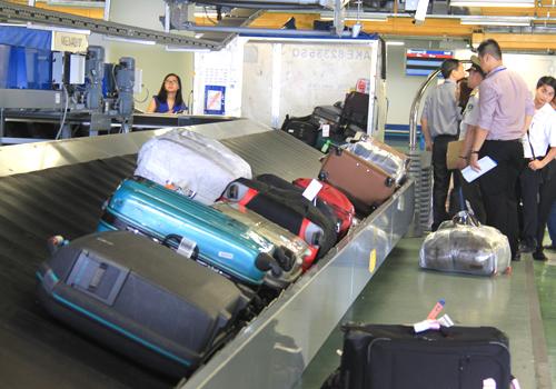 Nhiều vụ buôn lậu hàng cấm được phát hiện qua đường hàng không. Ảnh minh họa: Đ.Loan