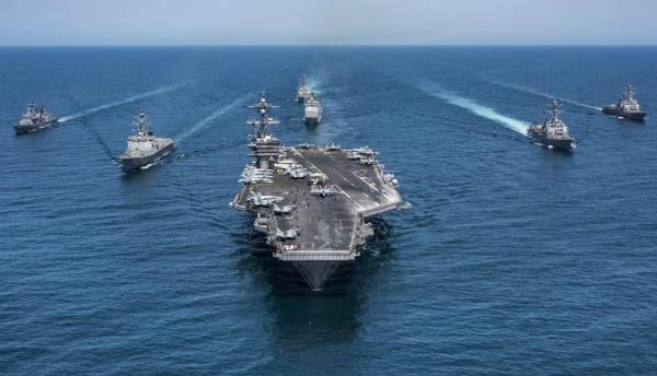 Tàu sân bay Mỹ và đội hình tàu hộ tống. Ảnh: US Navy