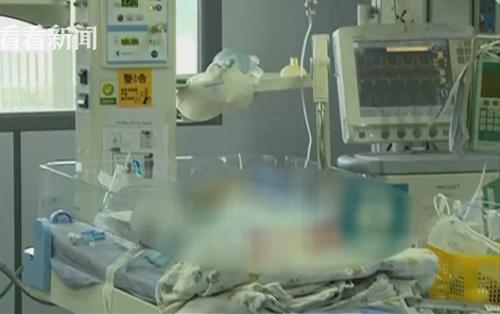 Các bé nhập viện vì thiếu oxy dẫn tới suy đa tạng. Ảnh: Sina.