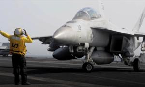 Phi đội máy bay đặc biệt trên 'pháo đài nổi' USS Carl Vinson